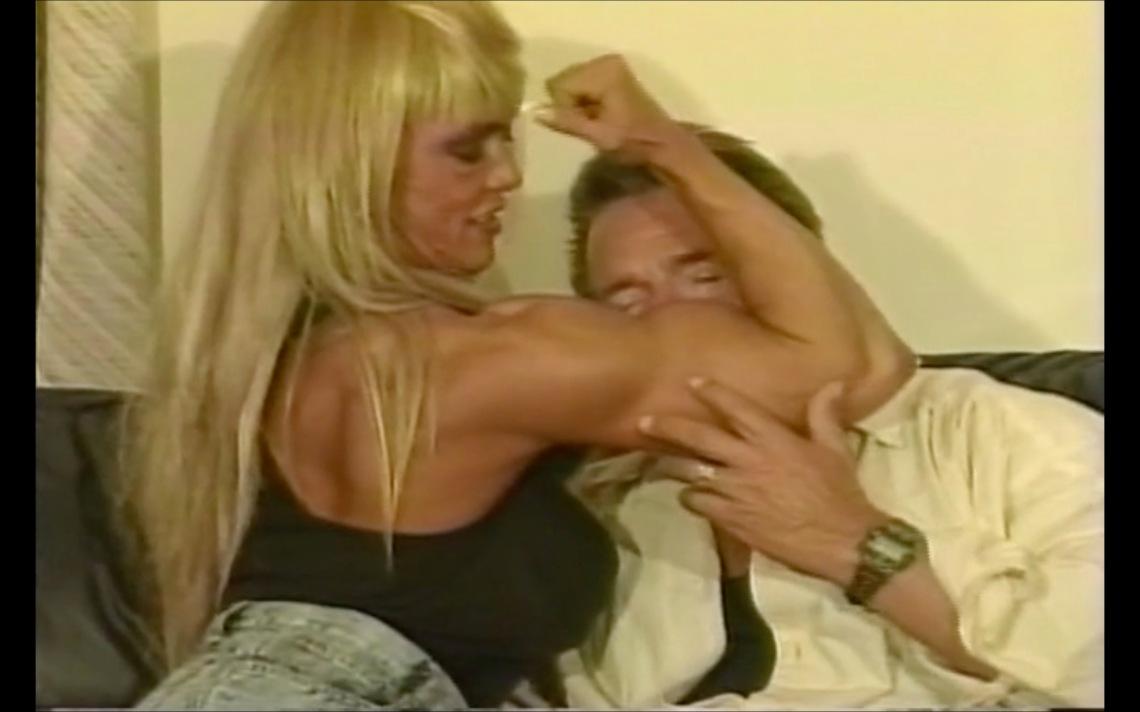 Bodybuilder Study - bicepts kiss